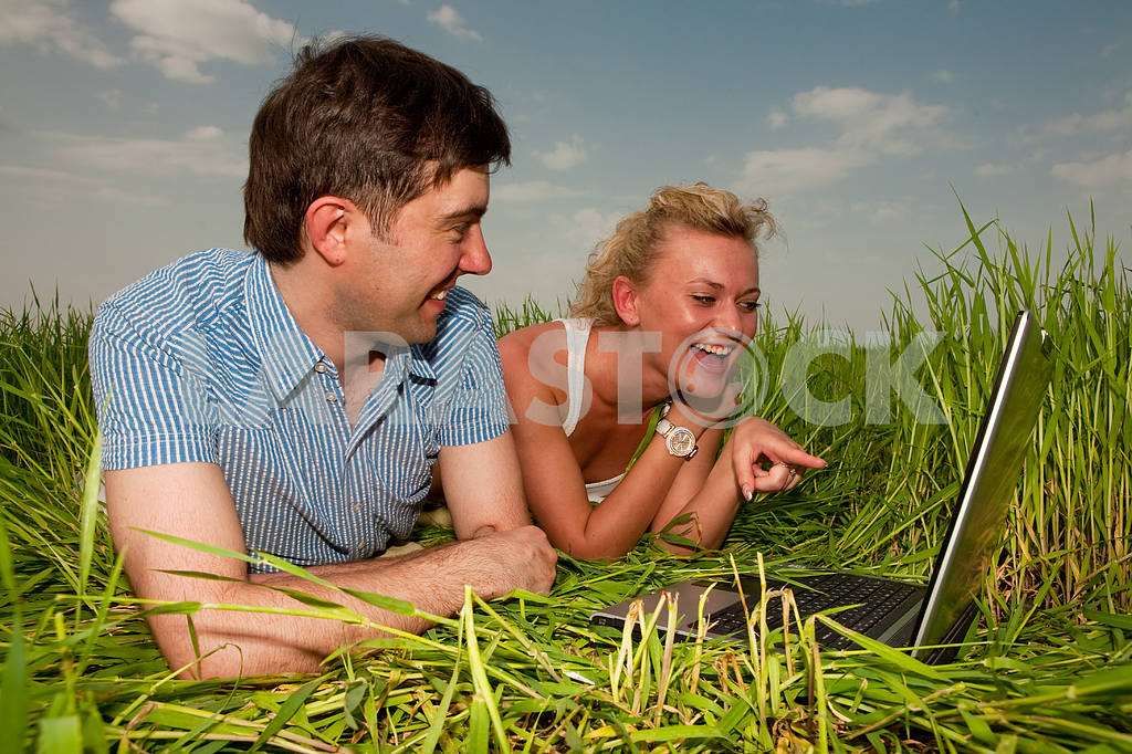 Casual happy couple are talking  and laughing on a laptop comput — Image 10070