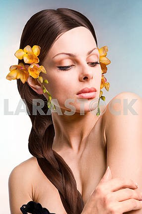 Portrait beautiful young woman with flower