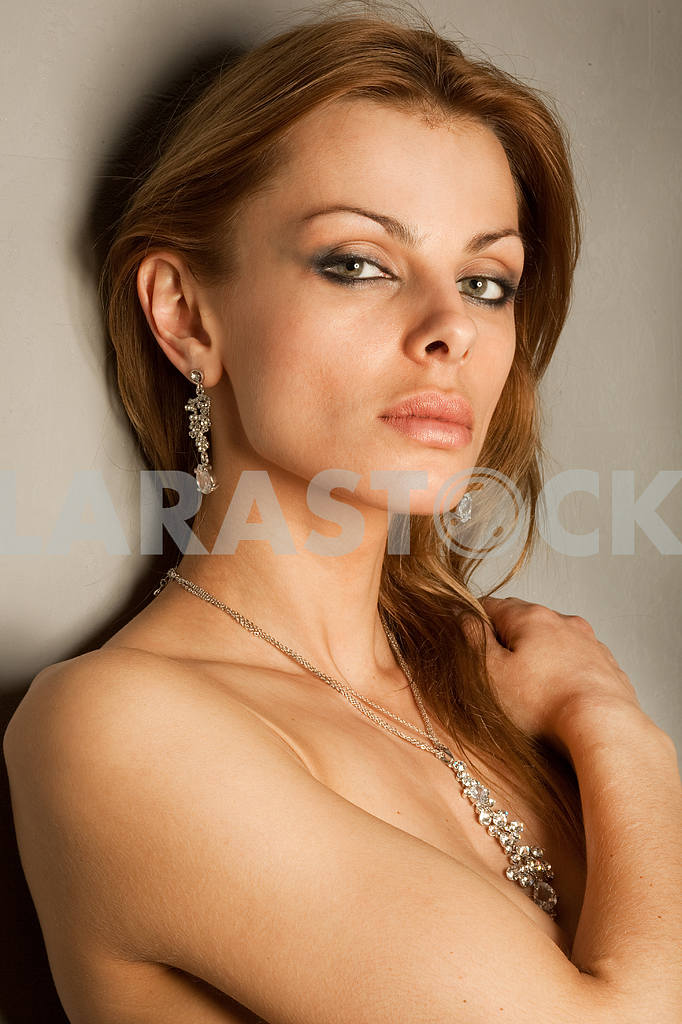 Portrait of a beautiful young luxury woman — Image 10567