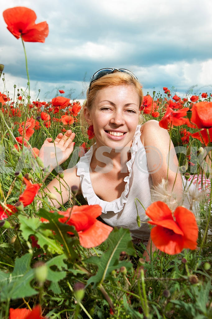 Girl in a field of poppies — Image 10641