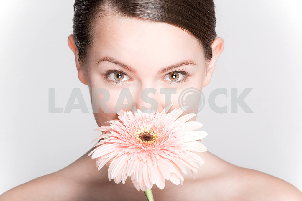 Portrait Beautiful girl with flower. Focus on eyes — Image 10871