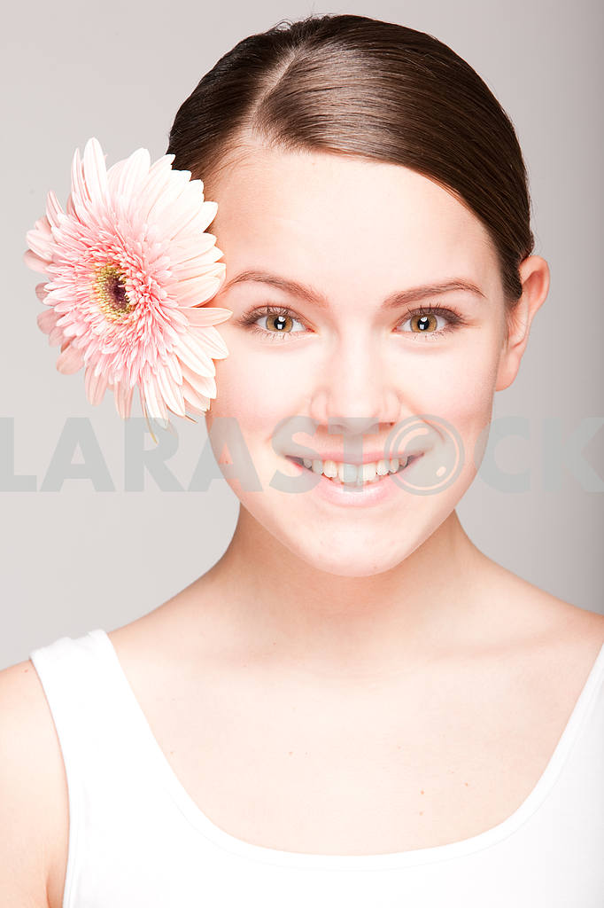 Portrait Beautiful girl with flower. Focus on eyes — Image 10876