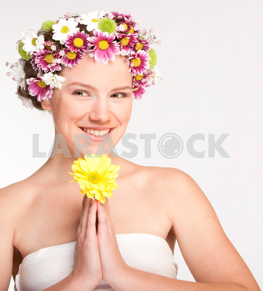 Portrait Beautiful girl with flowers. Focus on eyes — Image 10949