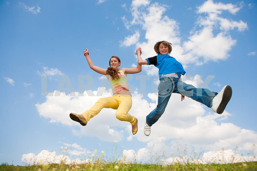 Teens jumping. focus eyes. — Image 11168