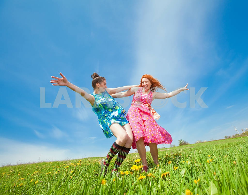 Happy people is jumping in field — Image 11293