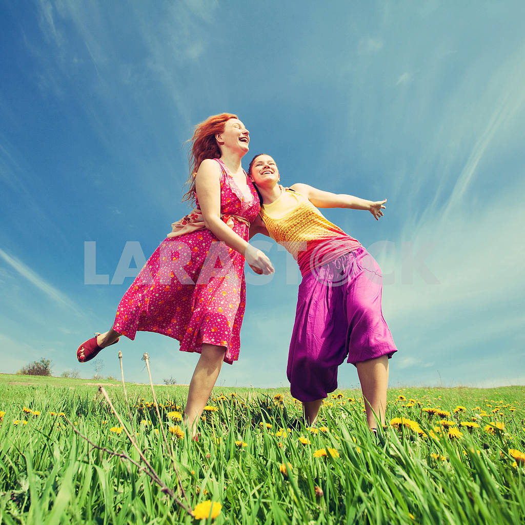 Happy people is jumping in field — Image 11420