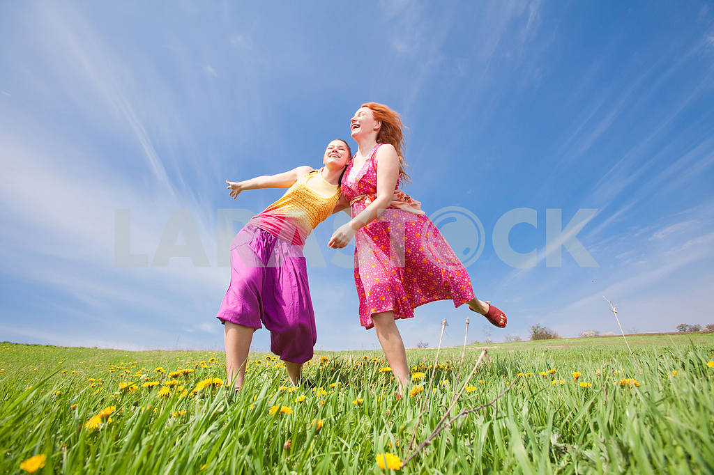 Happy people is jumping in field — Image 11421