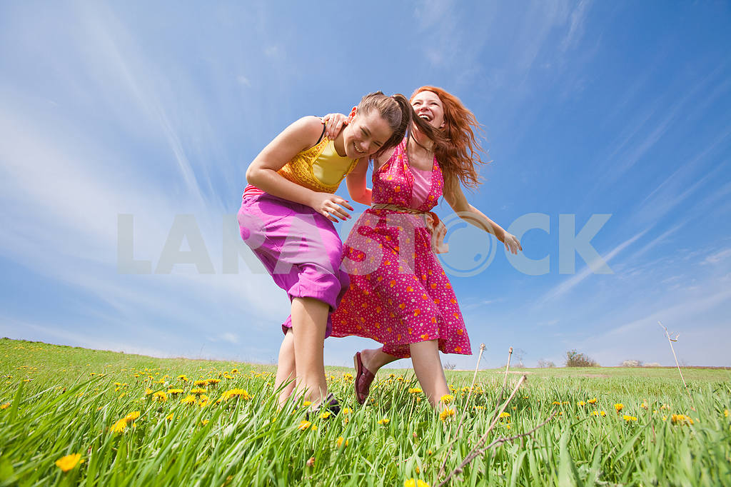 Happy people is jumping in field — Image 11422