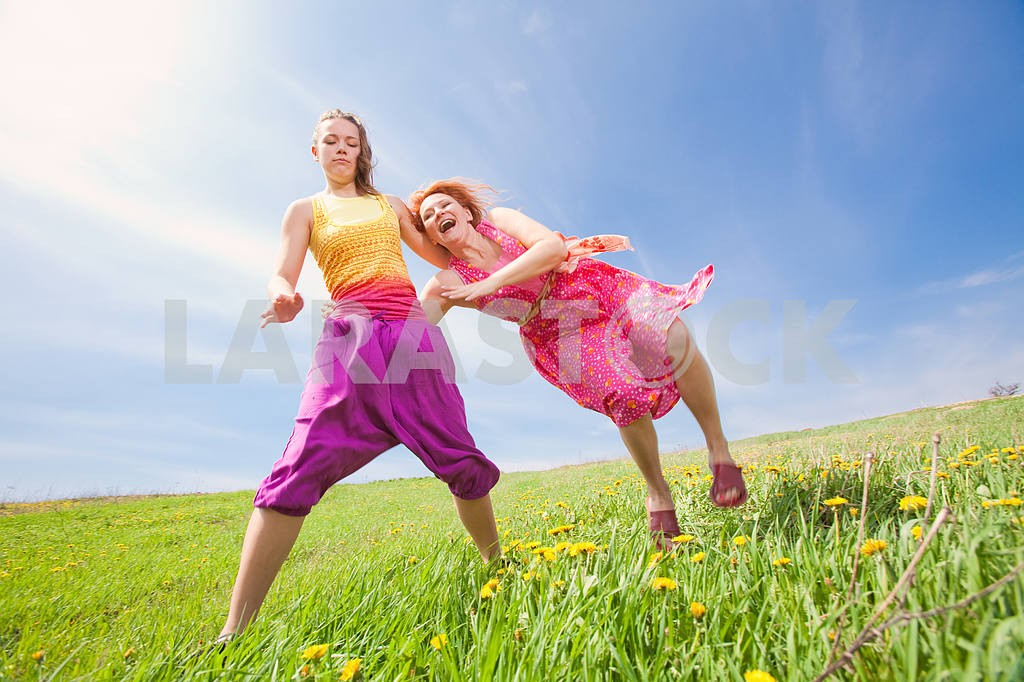 Happy people is jumping in field — Image 11425