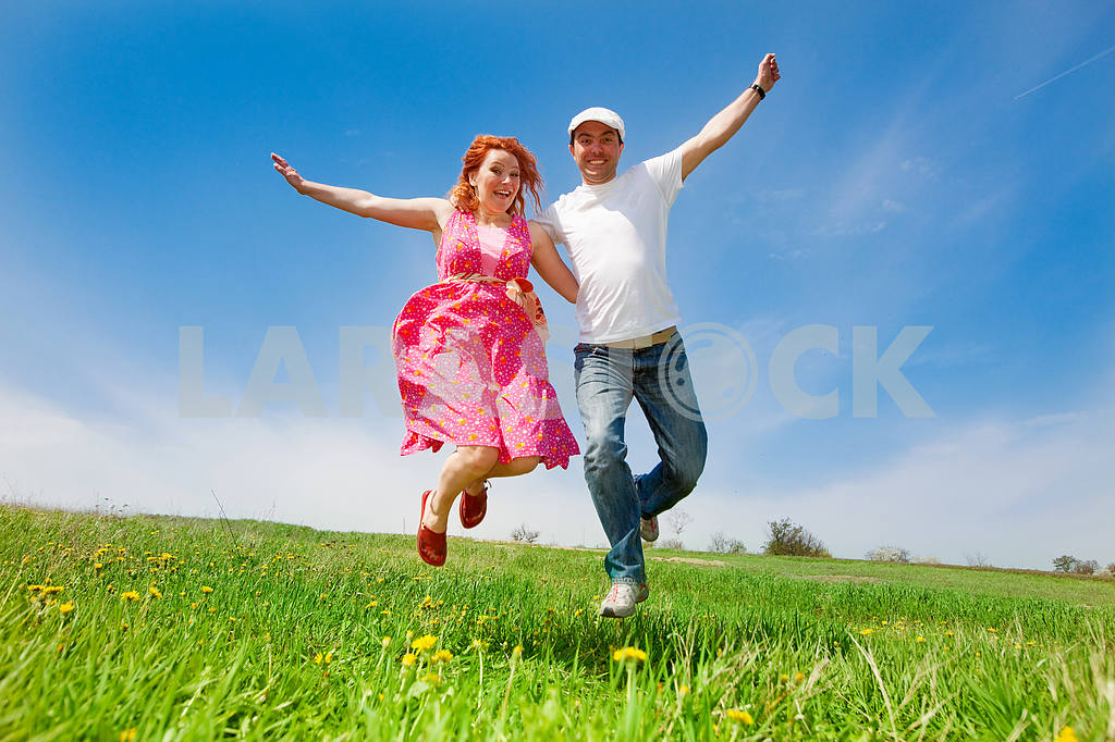 Happy people is jumping in field — Image 11560