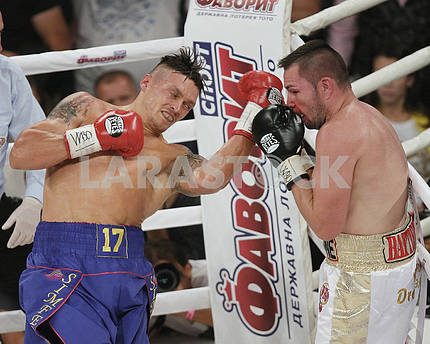 Usyk defeated Johnny Muller