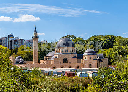 Ar-Rahma - the first mosque in Kiev. It is part of the Islamic complex, which in addition to the Ar-Rahma mosque includes a housing DUMA, Madrasah and minaret. Located on a hillside on Tatarka Schekavitsa and designed for 3 000 people with an area of
