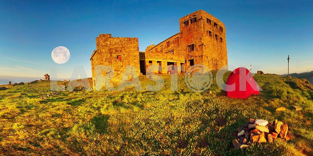 древний каменный обсерватории Поп Иван