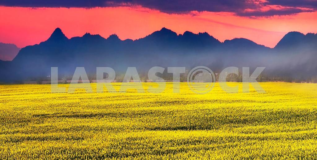 Alpine peaks at sunset — Image 14748