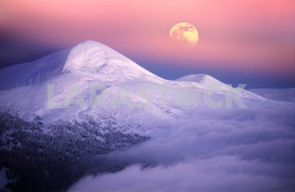 Moonrise among alpine peaks — Image 15271
