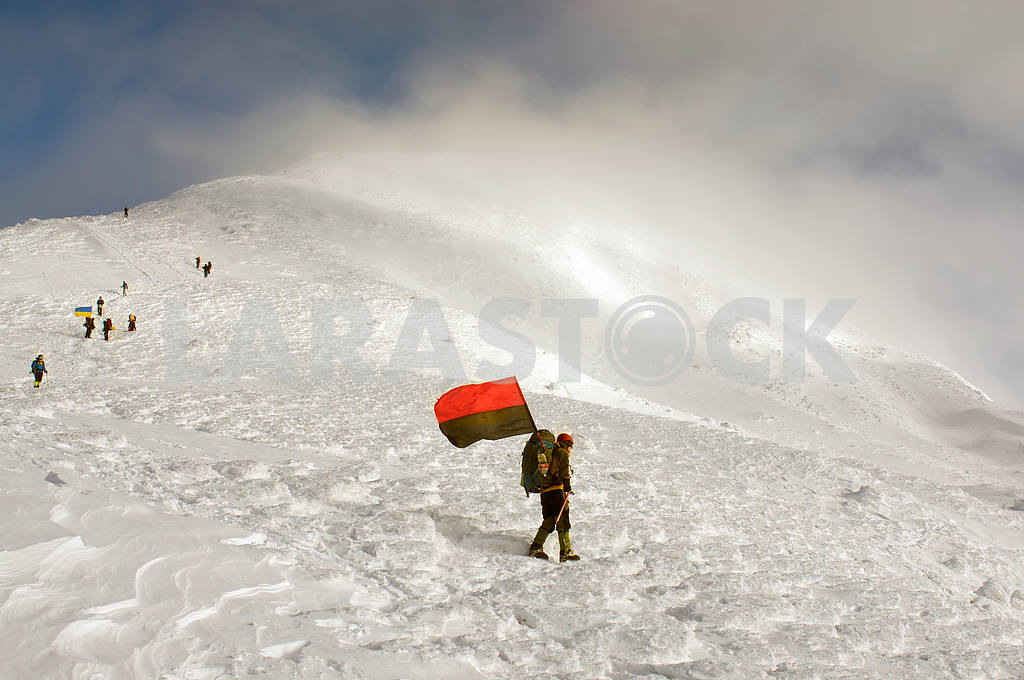 Flags of Ukraine climbers — Image 15711