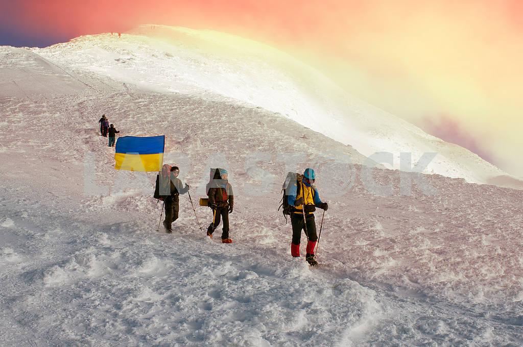 Flags of Ukraine climbers — Image 15715