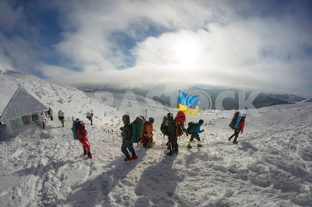 Flags of Ukraine climbers — Image 15733