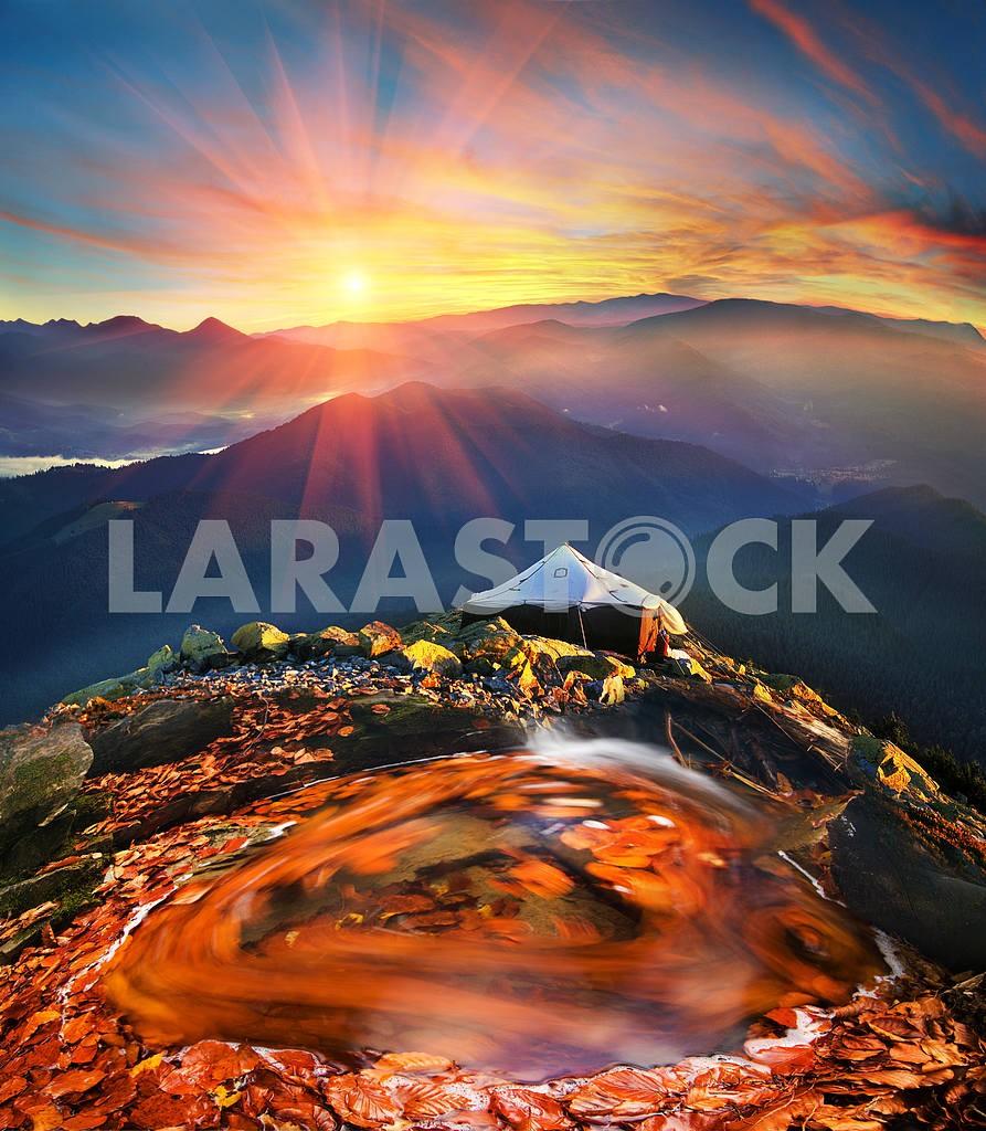 Golden lake — Image 15988