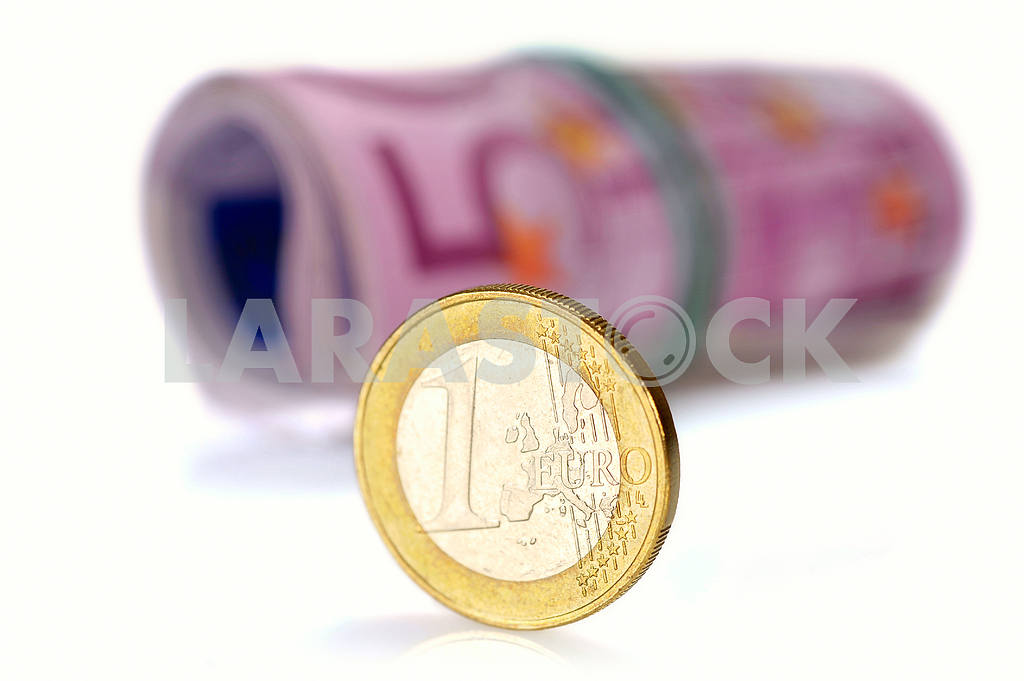 Coin one euro at EUR 500 banknotes — Image 17332
