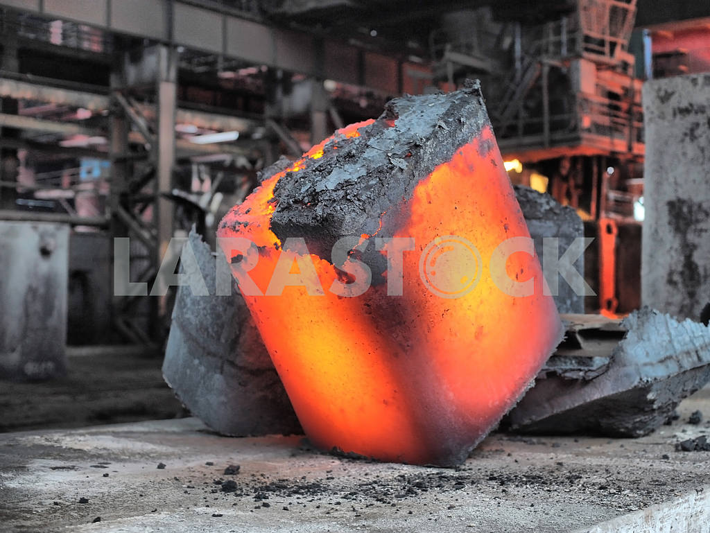 Steel ingot in the workspace — Image 17656