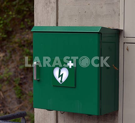 Green box with defibrillator