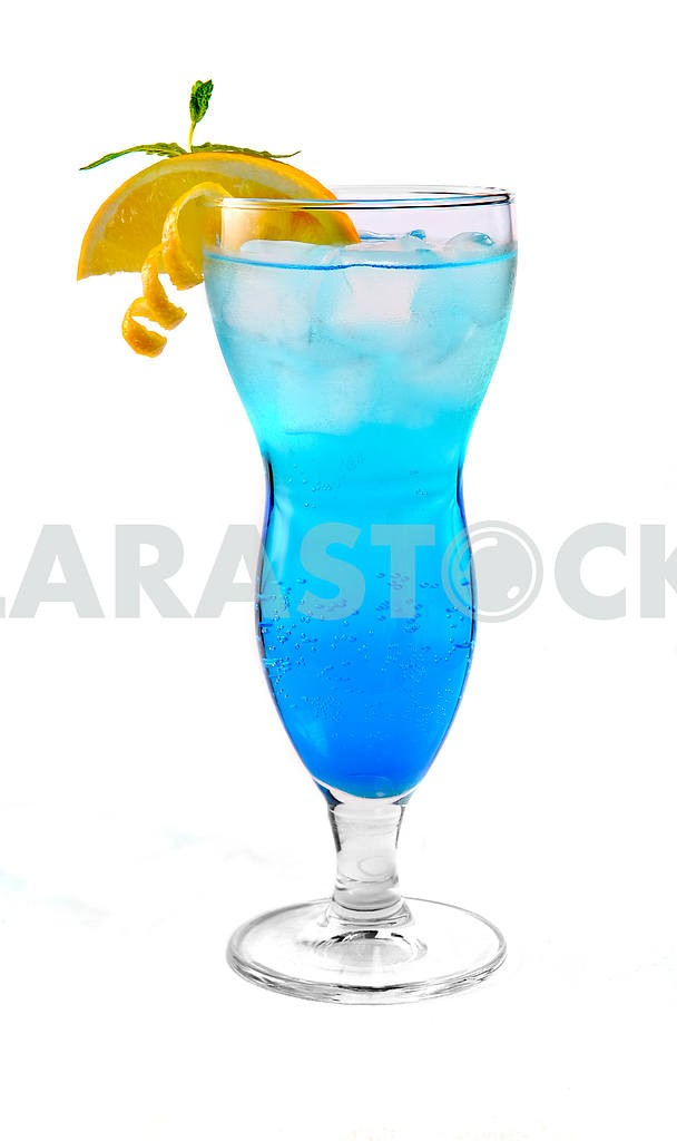Blue cocktail with ice and orange — Image 17910