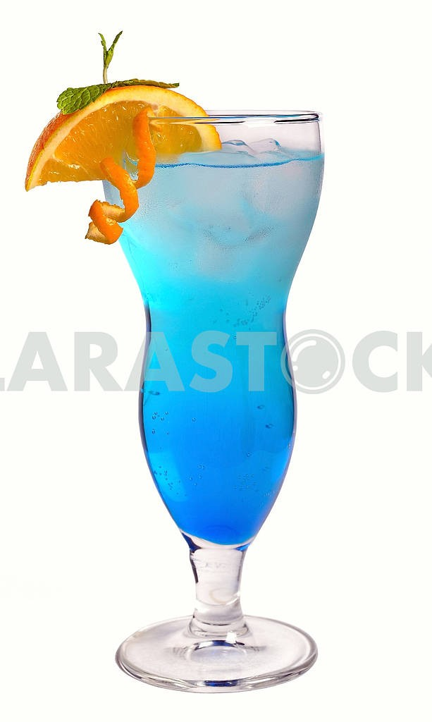 Blue cocktail with ice and orange — Image 17914