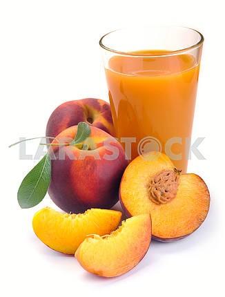 Персиковый сок и фрукты