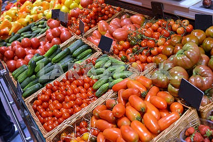 showcase vegetables in a supermarket