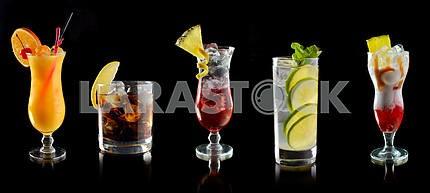 Различные коктейли в баре