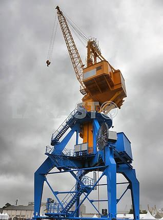 large cargo cranes