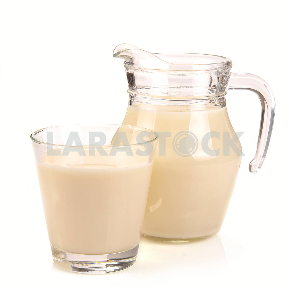 Pitcher and a glass of milk — Image 18064