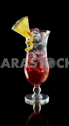 Ледяной коктейль ром с ананасом