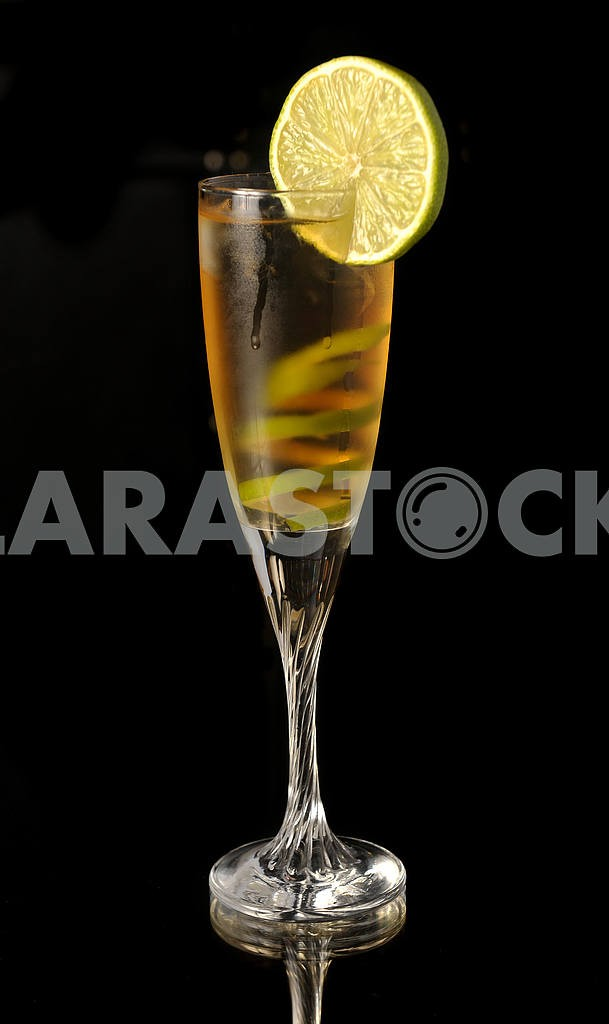 Yellow cocktail in glass with lime twis — Image 18344