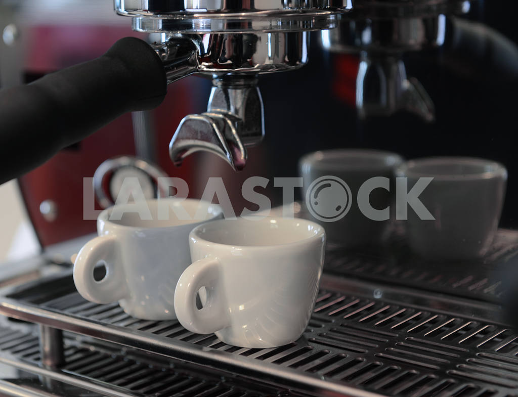 Coffee maker and coffee cup — Image 18346