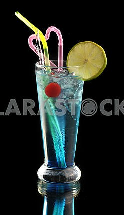 Blue cocktail with ice and lime