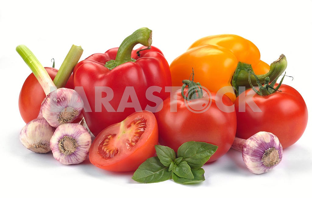Tomatoes and peppers with basil and garlic — Image 18457