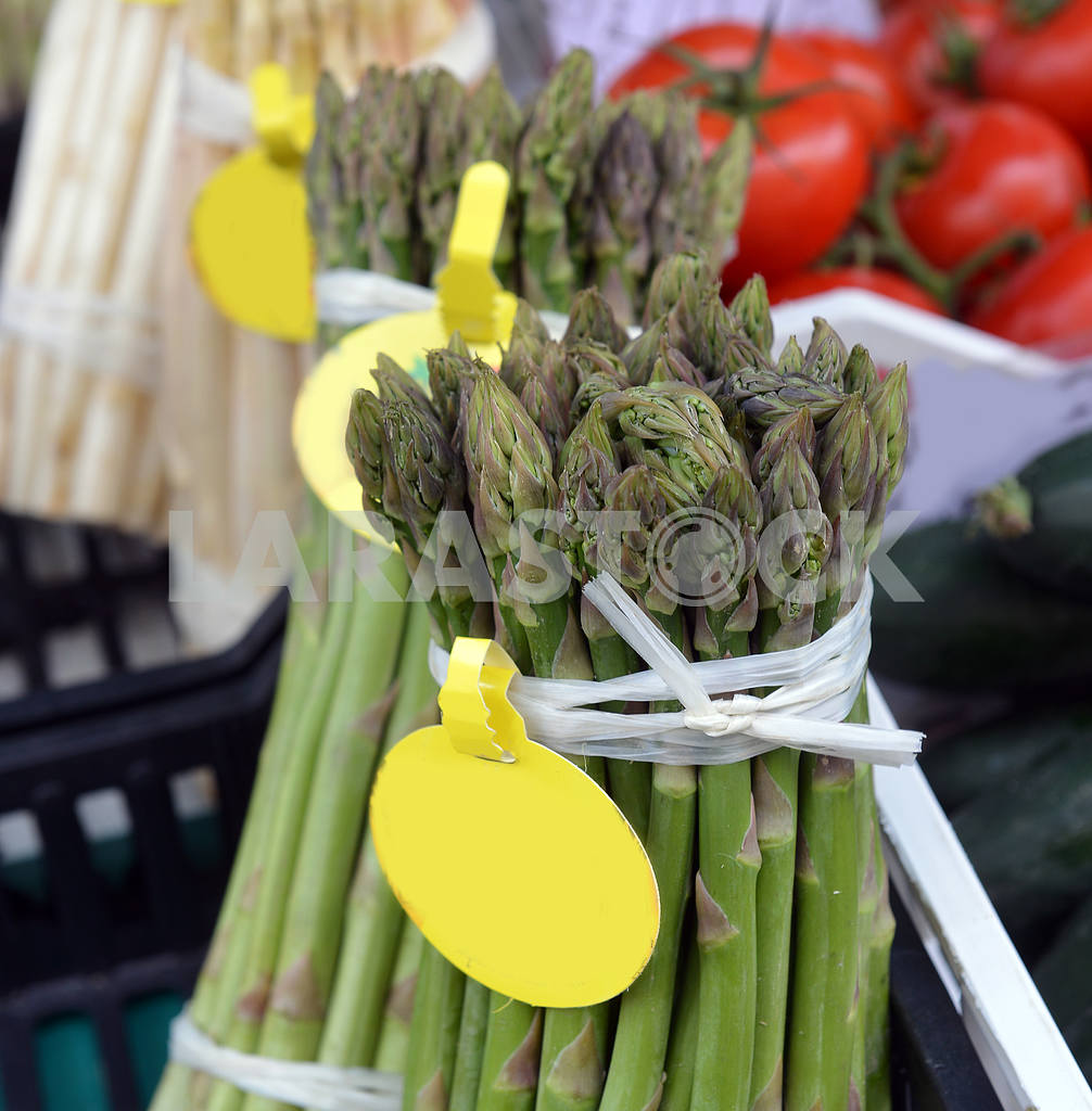 Bunch of asparagus on display — Image 18473