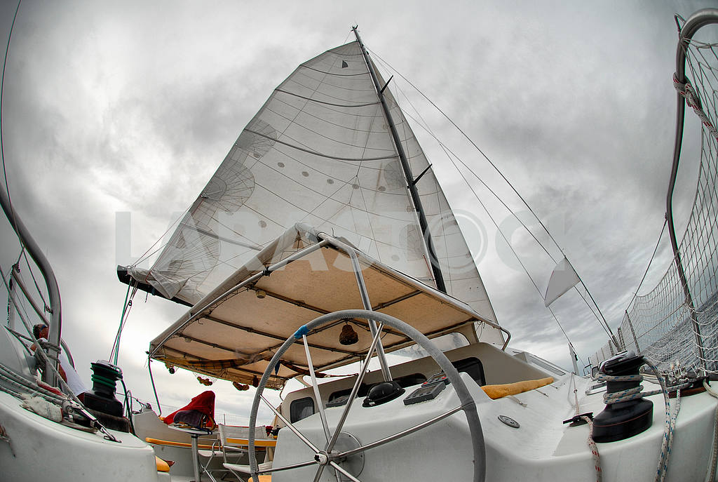 Sail yacht in the faithful weather — Image 18947