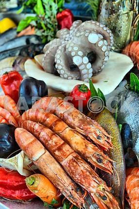 Морепродукты в море рынка