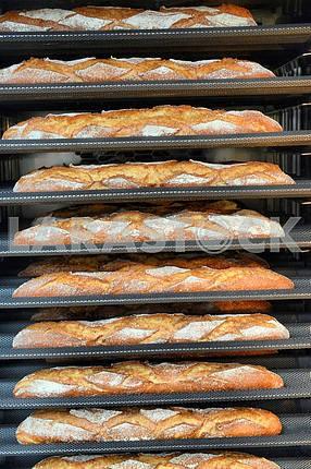 Буханка хлеба выпекается