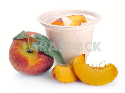 Yoghurt with peach and pieces