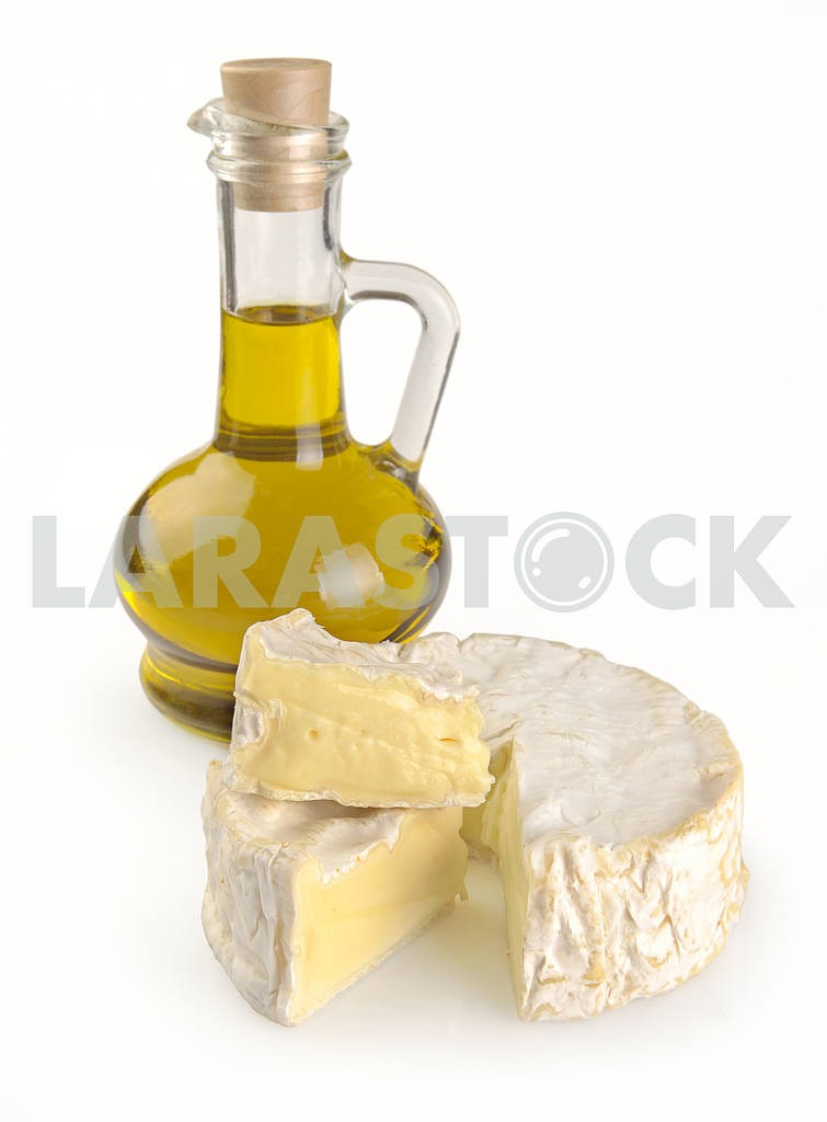Olive oil and Camembert cheese — Image 19092