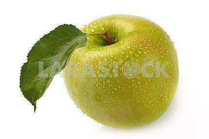Зеленое яблоко с каплями воды