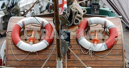 Спасательный круг на борту