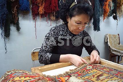 Ручная вязка армянских ковров