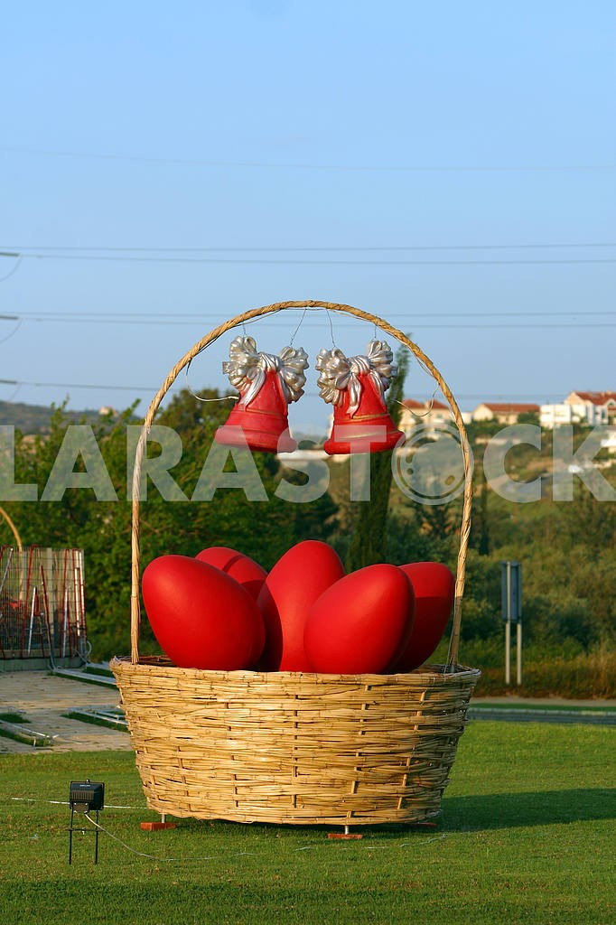 Easter eggs in a basket — Image 20246