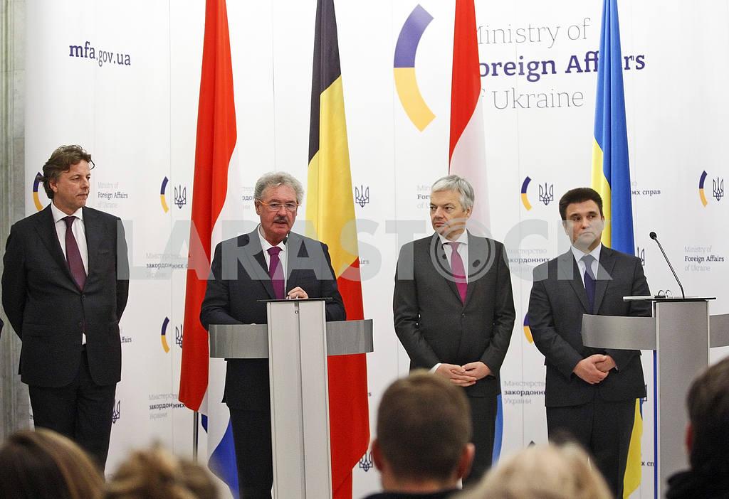Пресс-конференция министров иностранных дел Украины, Бельгии, Нидерландов и Люксембурга в Киеве. — Изображение 21059
