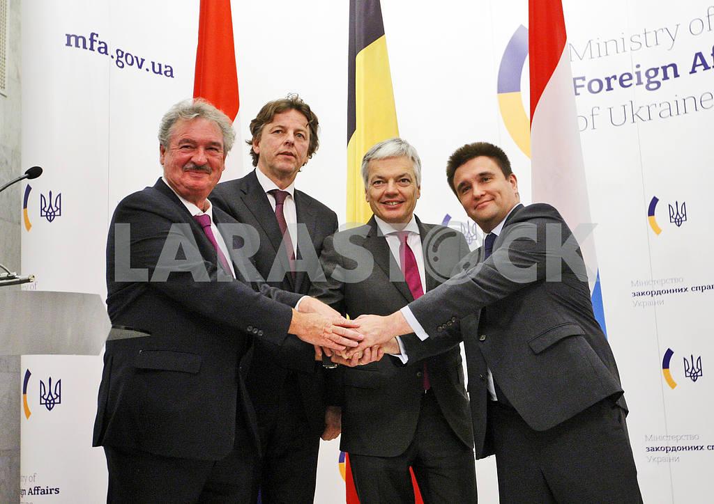 Пресс-конференция министров иностранных дел Украины, Бельгии, Нидерландов и Люксембурга в Киеве. — Изображение 21061